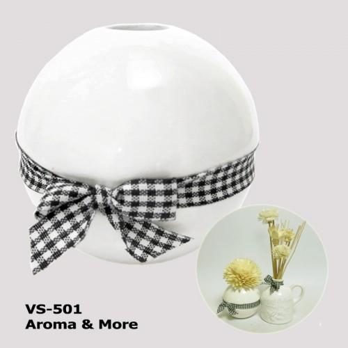 W้hite Ceramic Vase